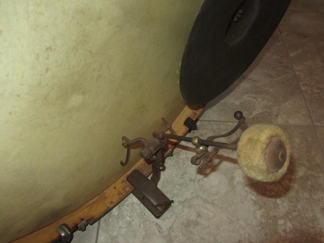 Pedaal met cymbal striker